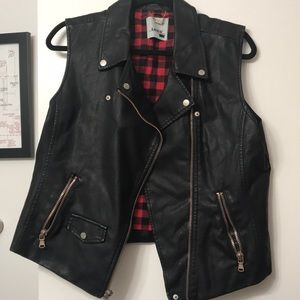 NWOT Levi's faux leather moto vest